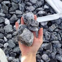 Щебень галтованый черный (мрамор) фр. 40-70 мм.